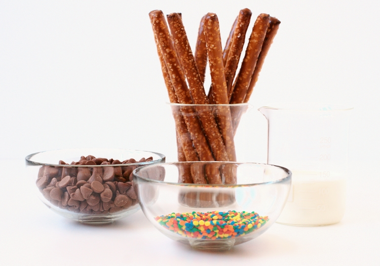 ingredients2 Chocolate Dipped Pretzels